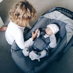 Starsza siostra. Jesteśmy w domku  #rodzicewsieci #blogparentingowy #blogrodzinny #familygoals #justbaby #igkids #instamatki #instadziecko #wielodzietni #rodzina #jestembojestes #lovesister #lovely #dziecko #siostry #ilovemylife #corki #newborn
