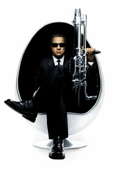 Official theatrical movie poster ( of for Men in Black II Directed by Barry Sonnenfeld. Starring Tommy Lee Jones, Will Smith, Rip Torn, Lara Flynn Boyle Men In Black, Tommy Lee Jones, Will Smith, Kevin Brown, Original Movie Posters, Film Posters, Man Images, 2 Movie, Streaming Movies
