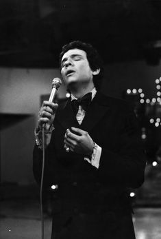 José José Mexican Music Artists, Artist Quotes, Neon Genesis Evangelion, Black Mirror, Memphis, My Music, Che Guevara, Musicals, Mexico