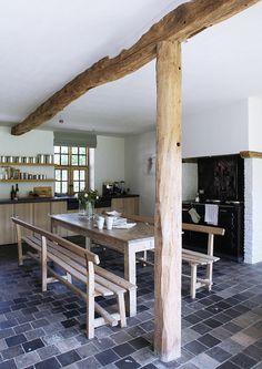 Deze foto (boven) van een schitterende modern rustieke keuken heeft een plekje in mijn inspiratiemap.