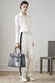 PS15 Look 18 – cream Track Pant / cream Long-Sleeve Shirt / grey RK40L handbag