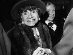 No dia 10 de janeiro de 1971 morre Gabrielle Bonheur Chanel, com 87 anos. Em 1983 Karl Lagerfeld assumiu o comando da marca.