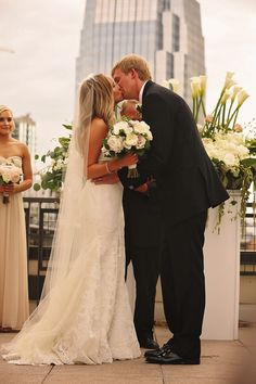We love this rooftop wedding captured by Candice Jones Photography! The ceremony overlooked downtown Nashville, and was perfect at night! Click the image to learn more. Photo credit: Candice Jones Photography