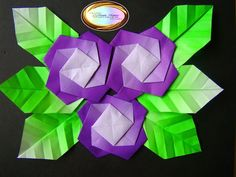 Learn how to make this beautiful origami flower picture at....Aprende a hacer este cuadro de flores de origami en......http://origamimaniacs.blogspot.jp/2012/06/origami-flower-picturecuadro-de-flores.html