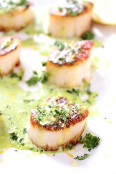 Seared Scallops with Creamy Basil Pesto Sauce - Seafood Recipes Seafood Casserole Recipes, Seafood Recipes, Cooking Recipes, Healthy Recipes, Healthy Food, Yummy Food, Best Scallop Recipe, Bay Scallop Recipes, Scallop Dishes