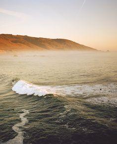 TRAVEL PHOTO OF THE MONTH: Surfers and sea lions enjoy the swell at Molera Point in #BigSur, #California. // Inspiration voyage : Les surfeurs et les otaries s'éclatent dans les vagues à Molera Point, à #BigSur en #Californie.