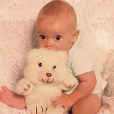 baby Harry Styles... i'm like seriously dying this is so freaking adorable...his eyes are the same