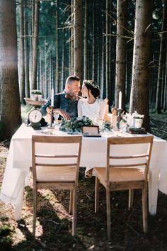 Caravan Glamour: Romantische Wald & Wiesenhochzeits-Idee KATHLEEN JOHN http://www.hochzeitswahn.de/inspirationsideen/caravan-glamour-romantische-wald-wiesenhochzeits-idee/ #wedding #mariage #couple