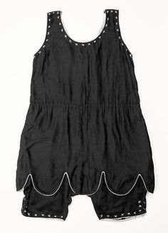 Beachwear (Bathing Suit)  Date: 1920s Culture: American Medium: cotton Dimensions: Length at CB: 34 in. (86.4 cm)