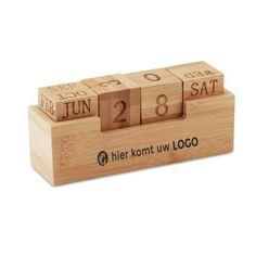 Praktikus asztali öröknaptár bambuszból.  Egyedi igények szerint logózva vagy feliratozva, gravírozható. Desk Calender, Calendar Pad, Desktop Calendar, Cadeau Client, Pot A Crayon, Sustainable Gifts, Wood Creations, Diy Wall Art, Corporate Gifts