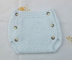 POLOLO DE HILO BLANCO 0-3 MESES Material Hilo 100% algodón nº8 puesto doble. agujas de punto nº 2 agujas de punto nº 2,5 6 bo... Baby Boy Knitting Patterns, Baby Cardigan Knitting Pattern, Knitting For Kids, Baby Patterns, Girl Doll Clothes, Diy Clothes, Crochet Slippers, Knit Crochet, Baby Romper Pattern