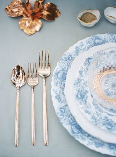 Gold flatware + elegant blue china: http://www.stylemepretty.com/california-weddings/vista-california/2016/06/17/a-monet-inspired-colored-palette-vintage-details-bring-the-south-of-france-to-southern-california/ | Photography: Jen Wojcik Photography - http://www.jenwojcikphotography.com/