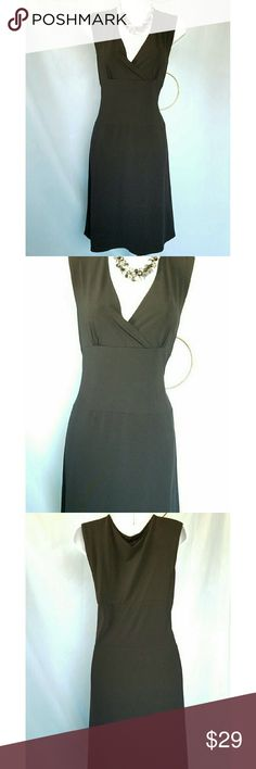 LITTLE BLACK STRUCTURED DRESS NWOT APOSTROPHE LITTLE  BLACK SLEEVELESS STRUCTURED DRESS slips on with ease.  NWOT  So sleek and sophisticated.  Can be dressed up or down. 94% polyester and 6% spandex.  Size Small (6-8). APOSTROPHE  Dresses Midi
