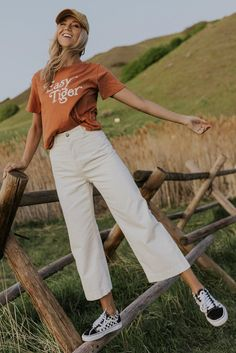 pants for women-graphic tees for women-outfit ideas summer 2020 Cute Casual Outfits, Cute Summer Outfits, Outfit Ideas Summer, Summer Fashion Outfits, Summer Outfits Korean, Casual Athletic Outfits, Casual Beach Outfit, Summer Vacation Outfits, Relaxed Outfit