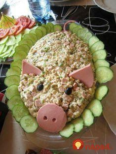 Little pig Spicy party buffet salad. A pink pig There is a new food wagon Party Trays, Snacks Für Party, Finger Food Appetizers, Finger Foods, Cute Food, Good Food, Awesome Food, Funny Food, Aperitivos Finger Food