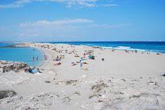 SPAGNA: FORMENTERA –20 chilometri di spiagge di sabbia biancae mare colorlapislazzuli. Secondo thrilist.com, la più piccola delle Baleari è uno degli ultimi paradisi del Mediterraneo e, addirittura, il luogo più bello di Spagna.