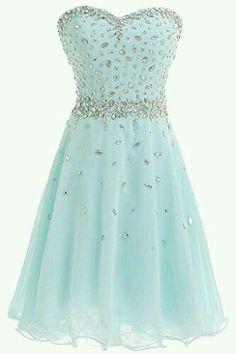 Este vestido es precioso, ideal para un compromiso de boda