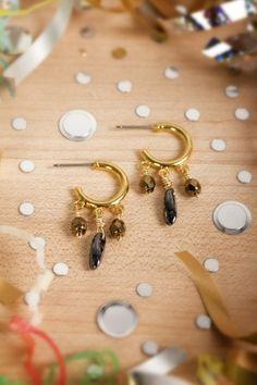 Sandy Hoop Earrings #DIy | http://doityourselfcollections.blogspot.com