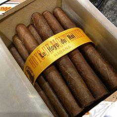 Now smoking : a vintage #HoyoDeMonterrey #HoyoDuRoi that was rolled 15 years ago