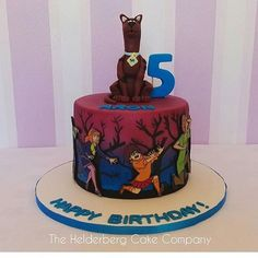 This Scooby Doo cake brings back a lot of childhood memories. Great work by @thehelderbergcakecompany . . . #scoobydoo #scooby #scoobygang #scoobydoocake #edibleimage #edibleimages #halloweencake #photocake #instacake #cakesofinstagram. See the best Edible Image Designs posted daily at http://topperoo.com/edible-image-designs/
