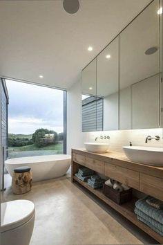 Badezimmer badezimmer inspiration: traumbas in weiß und hellbraun mit großem fenster