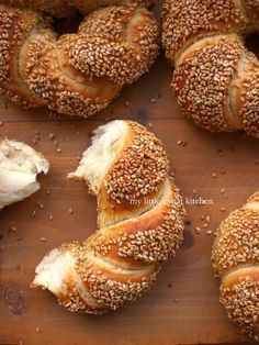 Greek Politiko Simiti / Koulouri (Braided Bread Rings Coated with Grape-Must Syrup and Sesame Seeds) by My Little Expat Kitchen Greek Sweets, Greek Desserts, Greek Recipes, Wine Recipes, Cooking Recipes, Simit Recipe, Greek Bread, Greek Appetizers, Tasty Bread Recipe