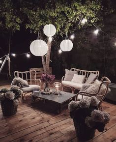 Large backyard landscaping ideas are quite many. However, for you to achieve the best landscaping for a large backyard you need to have a good design. Outdoor Spaces, Outdoor Living, Outdoor Decor, Terrace Garden Design, Terrace Ideas, Large Backyard Landscaping, Balkon Design, Outdoor Furniture Sets, Interior Design
