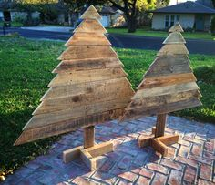 handmade wooden pallet tree