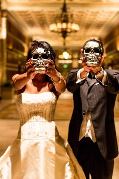 Black + White wedding with Halloween / Gothic / Day of the Dead theme | Beautiful Day Photography #gothicwedding #roguebride