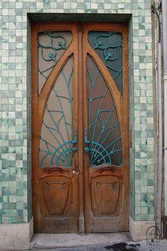NAN_AN Rue de la Visitation 12IMGP2110 by Nouveau Voyages, via Flickr. Double door