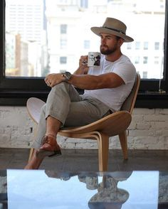 Good morning New York chapeau newyork coffee style hat is part of Mens fashion summer - Stylish Men, Men Casual, Style Masculin, Summer Outfits Men, Style Outfits, Mode Style, Men Looks, Hats For Men, Hat Men
