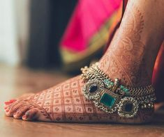 Anklets Jewelry 19 Payal Designs for the Brides to take Foot Jewellery Inspo from! Indian Wedding Jewelry, Indian Jewelry, Bridal Jewelry, Indian Bridal, Jewelry Party, Indian Weddings, Bridesmaid Jewelry, Silver Anklets, Silver Jewelry