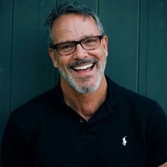 Some guys look even hotter in glasses! Daisy Duck, Older Men Haircuts, Silver Foxes Men, Handsome Older Men, Toms, Men Tumblr, Bear Men, Smiles And Laughs, Raining Men
