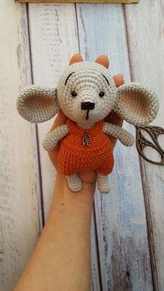 Mesmerizing Crochet an Amigurumi Rabbit Ideas. Lovely Crochet an Amigurumi Rabbit Ideas. Crochet Dolls Free Patterns, Crochet Doll Pattern, Amigurumi Patterns, Doll Patterns, Crochet Mouse, Crochet Baby Hats, Cute Crochet, Baby Blanket Crochet, Amigurumi Toys