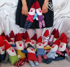 Królewna i krasnoludki Doll Crafts, Diy Doll, Sewing Crafts, Sewing Projects, Christmas Sewing, Handmade Christmas, Softies, Textiles, Norwegian Christmas