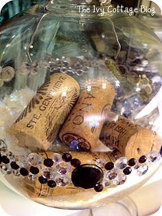 Great idea to remember a special wine you shared with friends or loved ones. Happy Holidays, Christmas Holidays, Christmas Decorations, Holiday Decorating, Xmas, Christmas Balls, Rustic Christmas, Christmas Ornaments, Gifts For Wine Lovers