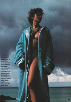 La vague turquoise Helena Christensen Vogue Paris 02 1992