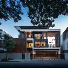 The Gentry Rama 9 by SC Asset – Wison Tungthunya & W Workspace 3 Storey House Design, House Front Design, Villa Design, Facade Design, Design Art, Design Ideas, Minimalist House Design, Modern House Design, Modern Contemporary House