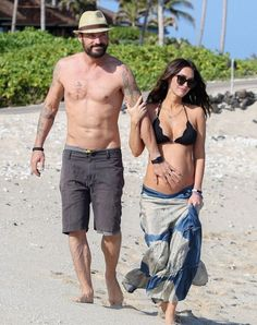 Pregnant Megan Fox displays her baby bump in a black bikini as she and Brian Austin Green quash divorce rumours on romantic trip to Hawaii Stylish Maternity, Maternity Fashion, Celebrity Maternity Style, Pregnancy Outfits, Pregnancy Photos, Baby Bump Photos, Estilo Baby Bump, Megan Fox Body, Megan Fox Bikini