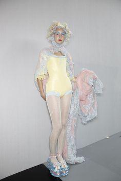 Meadham Kirchhoff at London Fashion Week Spring 2012 - Backstage Runway Photos Fashion Week, Runway Fashion, High Fashion, Fashion Show, London Fashion, Fashion Outfits, Fashion Design, Fashion Fashion, Mode Pastel