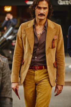 70s Fashion Men, Daily Fashion, Fashion Outfits, Milan Fashion, Seventies Outfits, Men Abs, Under Armour, Fashion Week 2018, Stylish Boys