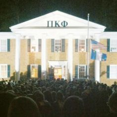Nearly 1000 people showing support for a fallen brother. TFM.