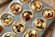 Try this simple but tasty and healthy quiche recipe for a practical snack on the go. Uses wholemeal bread rather than pastry. Healthy Quiche, Spinach Quiche Recipes, Spinach And Feta, Spinach Pasta, Vegetable Recipes, Vegetarian Recipes, Cooking Recipes, Healthy Recipes, Vegetarian Options