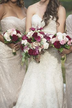 Williamsburg Winery Wedding | Bridal party portraits | Marsala cala lily and white rose bouquet