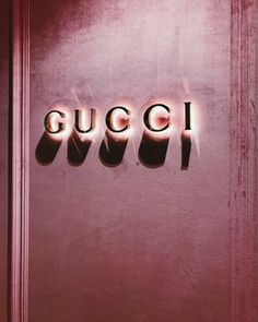 Pink velvet wall & neon gucci what's not to love! Boujee Aesthetic, Aesthetic Collage, Aesthetic Vintage, Aesthetic Pictures, Violet Aesthetic, Aesthetic Roses, Aesthetic Bedroom, Photo Wall Collage, Picture Wall