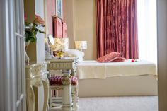 Royal Apartment - king size bed room. Details.  Phoenicia Luxury 4* - Romania