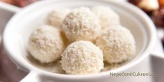 How to Make Raw, Vegan Coconut Snowballs! Pepermint Cake, Healthy Treats, Healthy Recipes, Healthy Foods, Healthy Eating, Coconut Snowballs, Christmas Sweets, Taste Buds, Raw Vegan