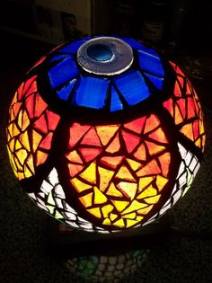 ideas for mosaic ball lamp Mosaic Crafts, Mosaic Art, Mosaic Glass, Stained Glass, Mosaics, Xmas Lights, Fairy Lights, Mosaic Bowling Ball, Turkish Lamps