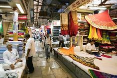 All you Shopaholic get ready to splurge during the Mumbai shopping tour. Avail private service of the air-conditioned car for sightseeing and shopping tour in Mumbai. Rishikesh, Varanasi, Shopping In Mumbai, Mumbai City, Shopping Places, India Travel, Travel Agency, Incredible India, Bollywood Fashion