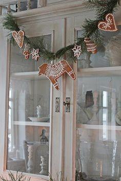 You can`t use up CREATIVITY. Christmas Hearts, Magical Christmas, Christmas Mood, Christmas Gingerbread, Christmas Fashion, Scandinavian Christmas, Outdoor Christmas, Christmas Porch, Prim Christmas